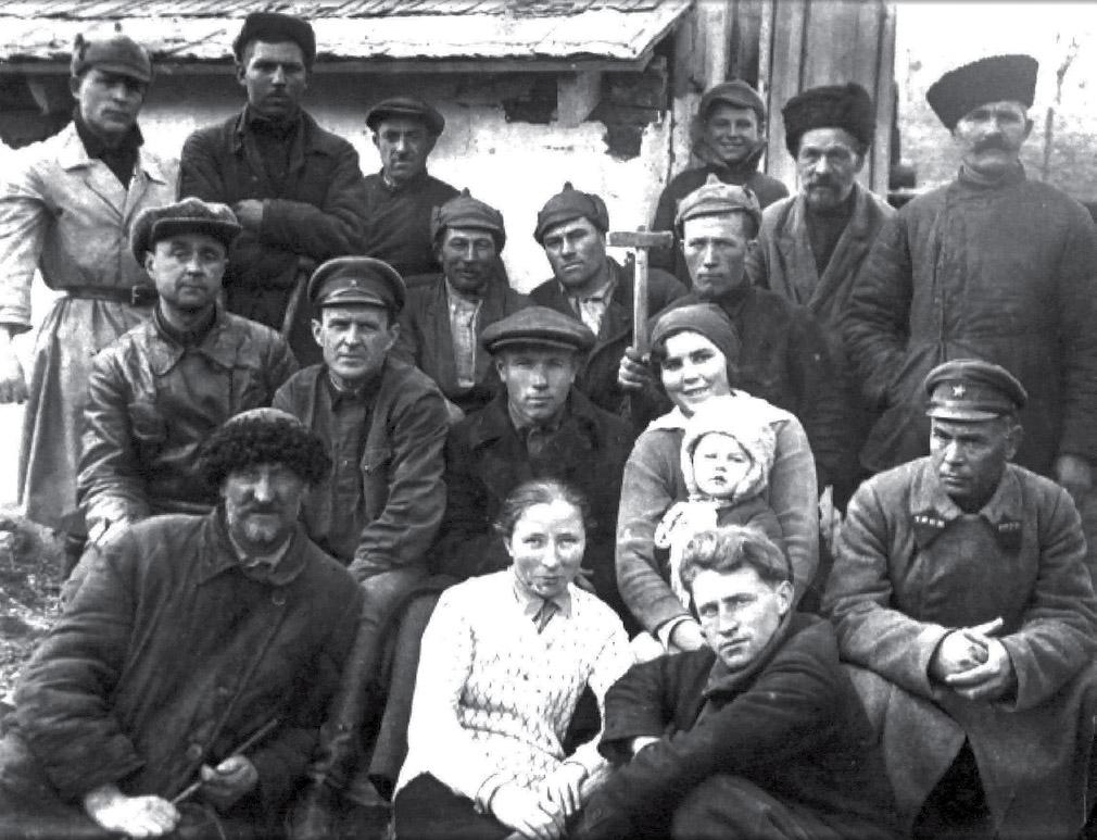 Рабочие железнодорожной станции Зверево