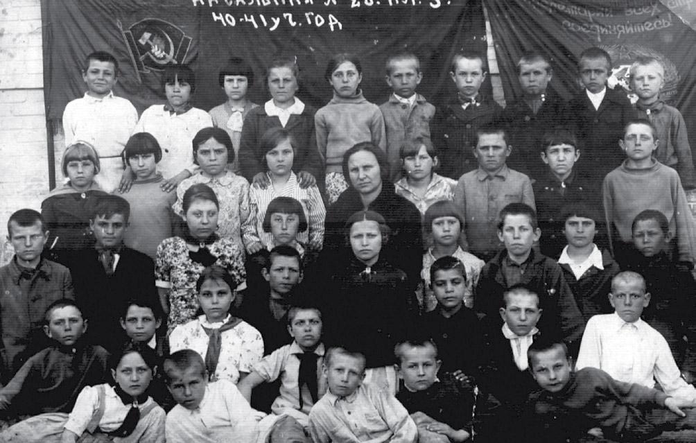 Зверевская начальная школа № 12 по улице Советской.